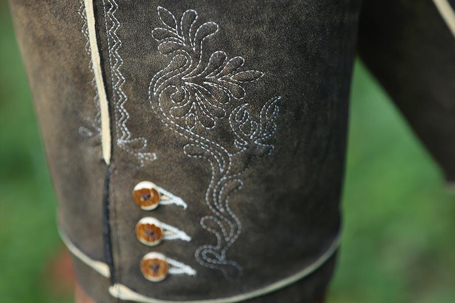 Maßgeschneiderte Lederhosen von Scheibner Trachten in Altenmarkt im Pongau