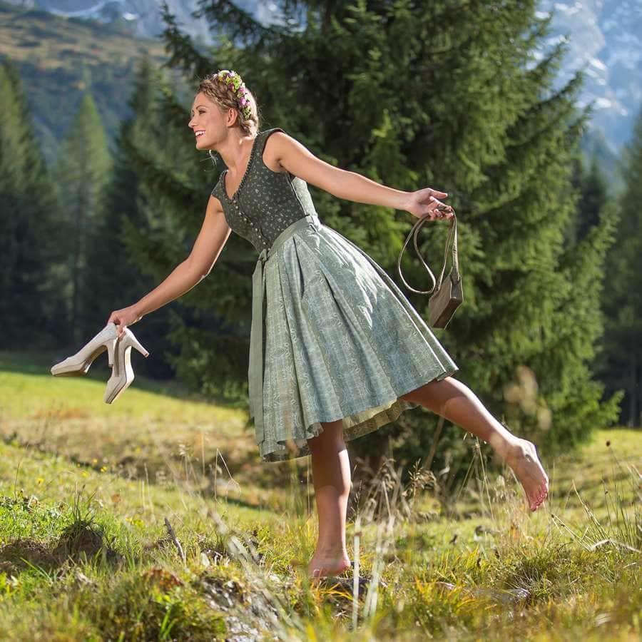Damen-Trachten-Pumps, Schuhe, Dirndl-Schuhe und Kleid