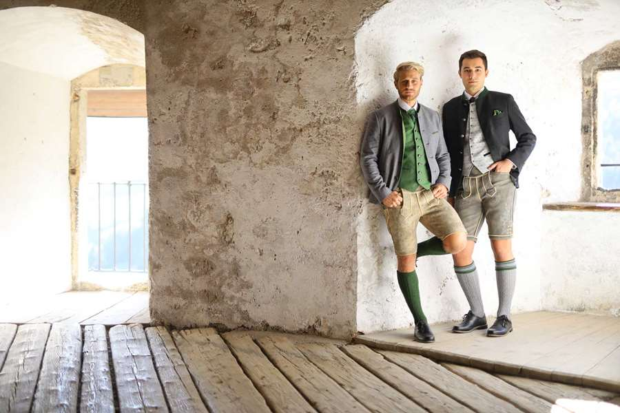 Herren-Schuhe Trachten-Hemden Lederhosen Trachten-Stümpfe Herren-Joppen Janker festliche Westen Hochzeitstrachten Bräutigam-Tracht